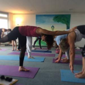 Partner Yoga Vorwärtsbeuge