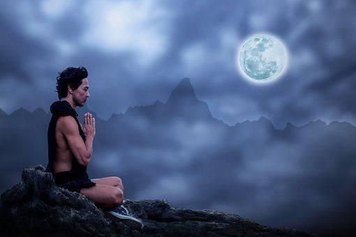 Mond Yoga