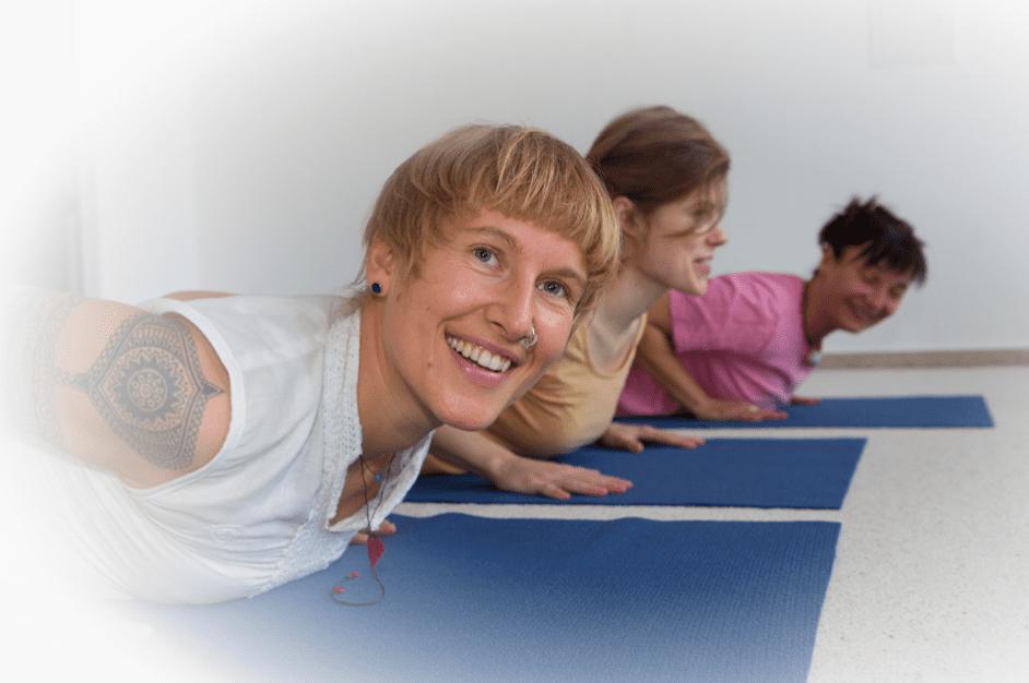 Jahresgruppe Yoga, Mediation, Kirtan und Kinderyoga